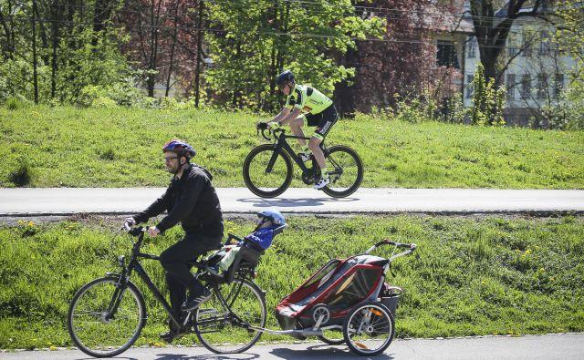 V Sloveniji kolesarijo vse generacije, prav tako gredo v promet vse vrste koles. FOTO: Jože Suhadolnik/Delo