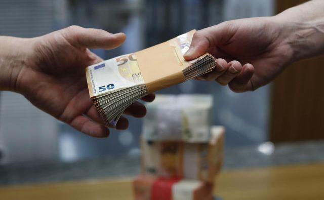 Na kredit z državnim jamstvom naj bi čakalo več kot 600 podjetij, je prejšnji teden dejal gospodarski minister Zdravko Počivalšek. FOTO: Leon Vidic/Delo