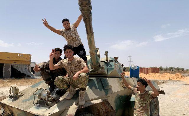 Pripadniki vladnih sil iz Tripolija. FOTO: Reuters