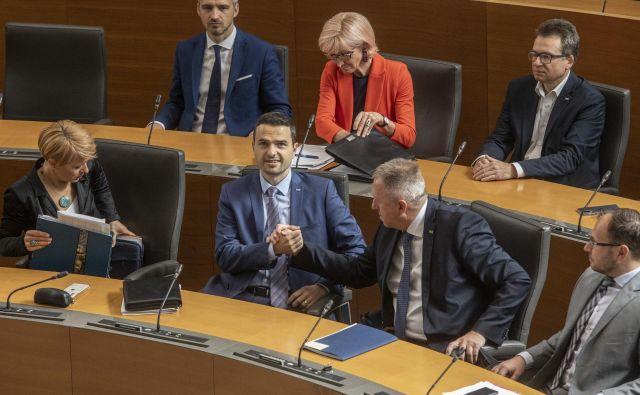 Zdravka Počivalška je koalicija zaščitila, vajo bodo poslanci ponovili konec poletja na interpelaciji proti ministru Alešu Hojsu. Z njo pa žugajo tudi ministru Mateju Toninu. FOTO: Voranc Vogel/Delo