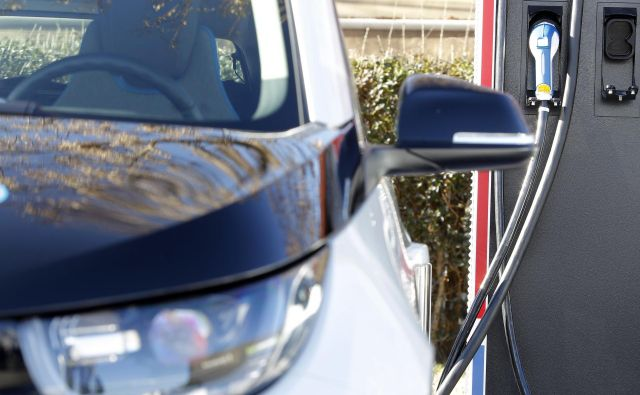 Za uveljavitev električnega pogona je tako kot ponudba električnih avtomobilov pomembna infrastruktura javnih polnilnic. Različni načrti za njeno širitev se pripravljajo tudi pri nas. Foto Mavric Pivk