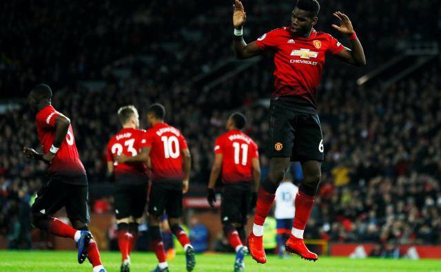 Manchester United svojim nogometašem v povprečju namenja najvišje plače med angleškimi klubi, a ima tudi najvišje prihodke. FOTO: Reuters