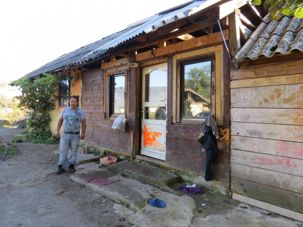 FOTO:Romi živijo dvajset let manj kot ostali Slovenci