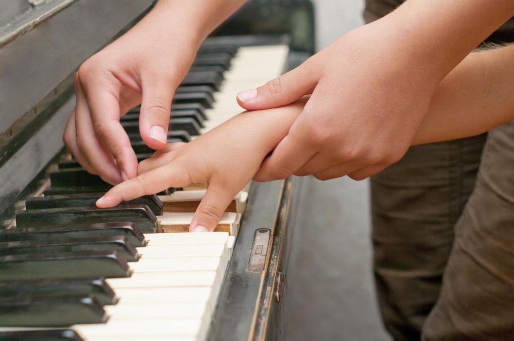 FOTO:Barva klavirskega tona se na spletu spremeni