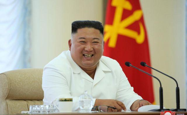 Severnokorejski voditelj Kim Džong Un na zasedanju političnega urada delavske partije. FOTO: KCNA/Reuters