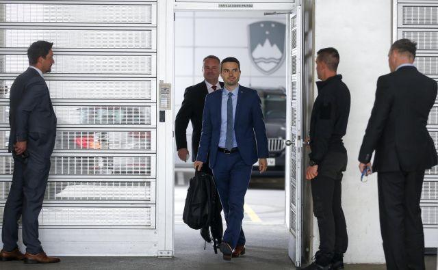 Predsednik NSi Matej Tonin je na ožjem koalicijskem vrhu že izpostavil, da je razdelitev resorjev med partnerji - glede na število poslancev posameznih strank - za njegovo stranko nepravična. FOTO: Matej Družnik/Delo