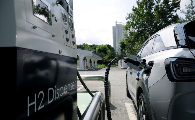 S cinkovimi oksidi v elektrolizi iz ogljikovega dioksida dobijo ogljikov monoksid in vodik, ki je tudi gorivo. FOTO: Kim Hong Ji/Reuters