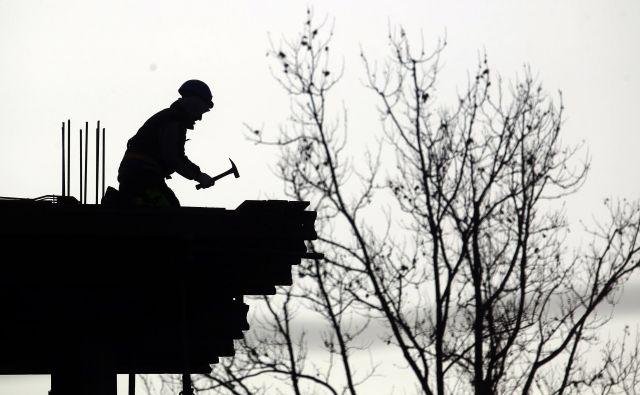 Gradbeni delavci niso edini, ki so v krizi prepuščeni dobri volji in etičnosti delodajalcev, med bolj izpostavljenimi so tudi gostinski delavci. Foto Roman Šipić