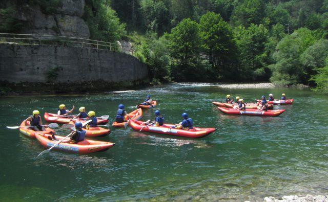 Obiskovalci se lahko z rafti, kanuji in kajaki popeljejo od Osilnice do Račkega Potoka, od Bosljive Loke do Kužlja in od Fare do Bilpe. FOTO: Promocijsko gradivo