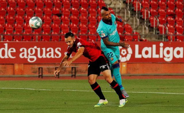Arturo Vidal je že v 64. sekundi popeljal Barcelono v vodstvo proti Mallorc. FOTO: Albert Gea/Reuters