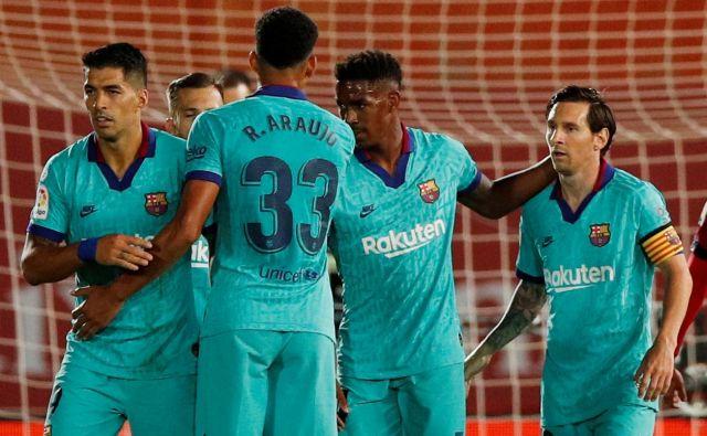 Barcelona je obrambo naslova začela z zanesljivo zmago na Mallorci, zadnji gol za 4:0 pa je dosegel Lionel Messi. FOTO: Reuters