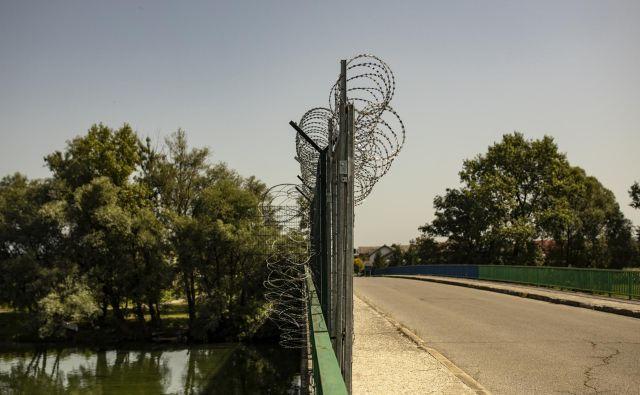 Statistika kaže, da se vzporedno z večanjem števila ilegalnih prehodov meje, veča tudi število tihotapcev, ovadenih po 308. členu zakonika, ki pa jim morajo dokazati, da so prejeli plačilo.Foto Voranc Vogel/Delo