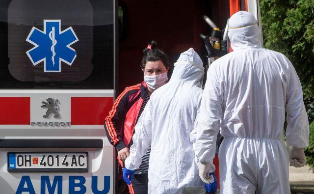 Največ na novo okuženih je v Skopju, kjer so potrdili še 90 primerov okužbe z novim koronavirusom. FOTO: Robert Atanasovski/AFP