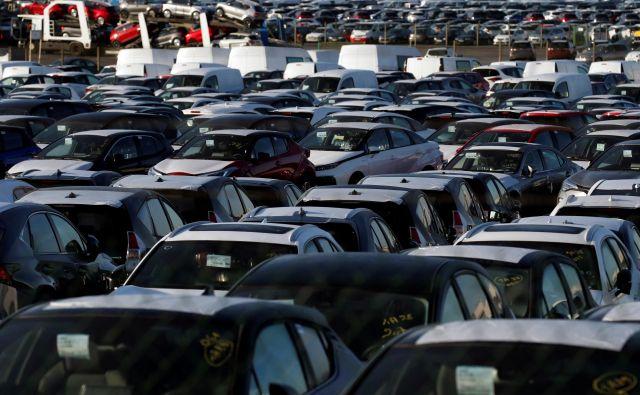 Različne velike evropske države uvajajo subvencije za zagon avtomobilske prodaje. FOTO: Pascal Rossignol / Reuters