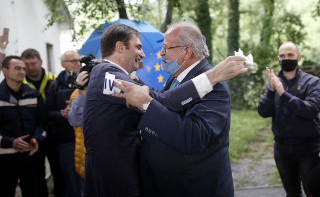 Simbolično odprtje meje z Italijo med obema Goricama. FOTO: Blaž Samec/Delo
