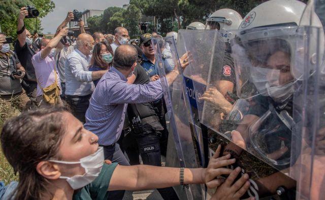 Turška vojaška operacija proti PKK je potekala dan pred kurdskimi demonstracijami. FOTO: Bulent Kilic/AFP