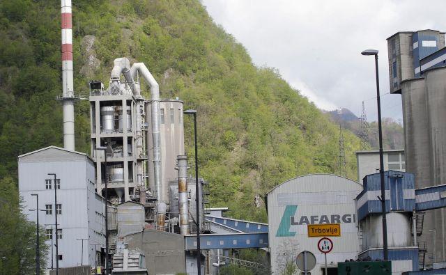 Tovarne Lafarge brez presoje vplivov na okolje ne bo moč oživljati. FOTO: Tomi Lombar/Delo