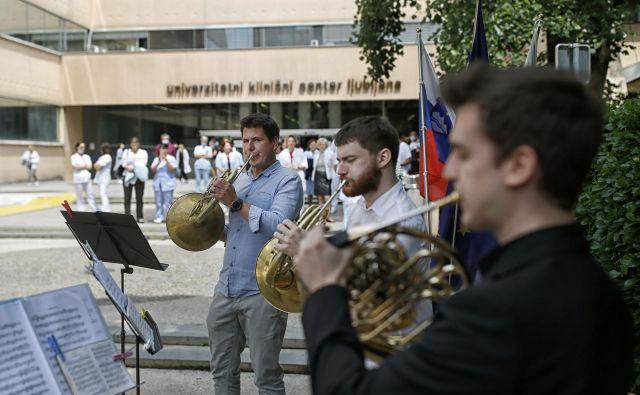 Koncert orkestra RTV Slovenije pred Kliničnim centrom. FOTO: Blaž Samec