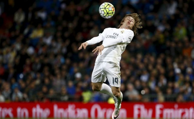 Pred dvema letoma je Hrvaška blestela na svetovnem prvenstvu v nogometu, osrednji junak svojega moštva in tudi mundiala pa je bil Luka Modrić, nogometaš Reala iz Madrira. FOTO: Juan Medina/Reuters