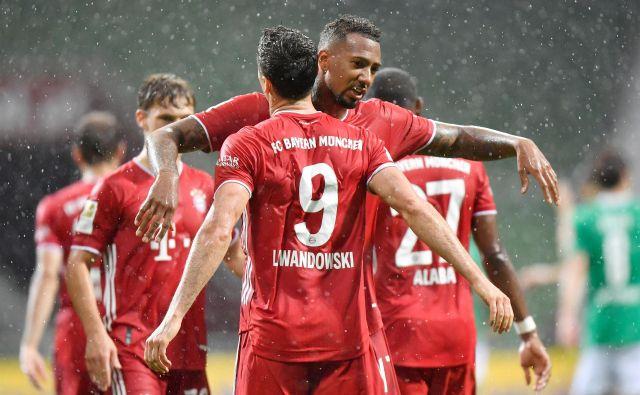 Robert Lewandowski je zadel odločilni gol za Bayern v Bremnu. FOTO: Reuters
