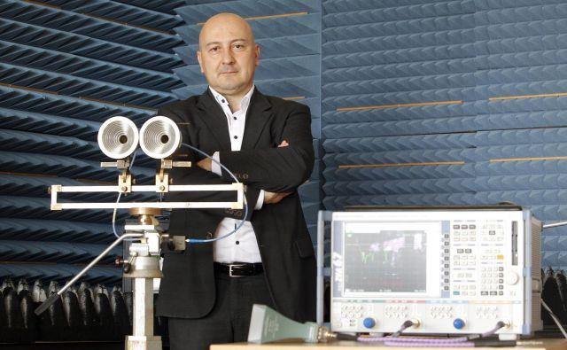 Najbolj smiselno je po oceni izr. prof. dr. Boštjana Batagelja pilotno uvajanje omrežja 5G pri opravljanju za zdravje tveganih del na daljavo. FOTO: Mavric Pivk/Delo
