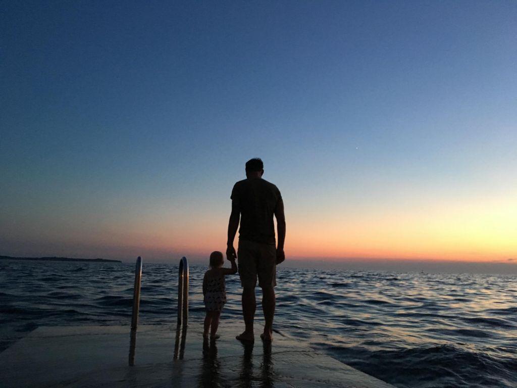 Stiki z očetom bi bili v korist otrok