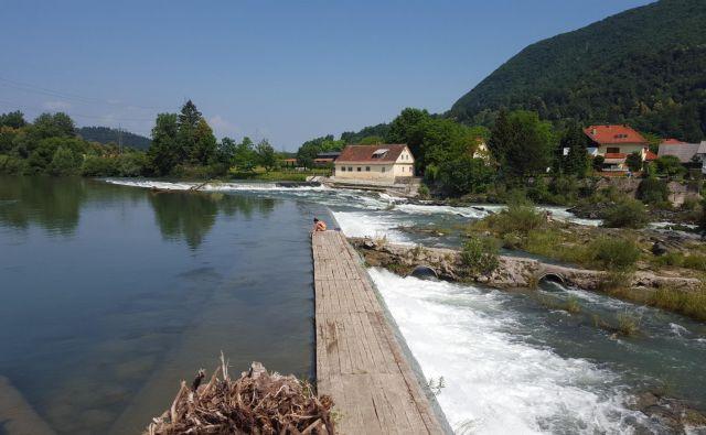 V Tacnu so mala hidroelektrarna, dve progi za kajak in kanu ter široka pot za ribe. FOTO: Borut Tavčar/Delo