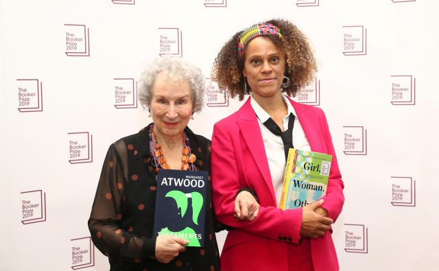 Združenju temnopoltih avtorjev se je pridružila tudi Bernardine Evaristo, ki je lani skupaj z Margaret Atwood dobila Bookerjevo nagrado za leposlovje. FOTO: Simon Dawson/Reuters