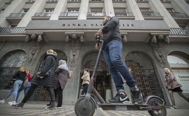 Kriza je v prvih štirih mesecih že krepko zarezala v dobičke bank, ugotavljajo v Banki Slovenije. FOTO: Leon Vidic/Delo