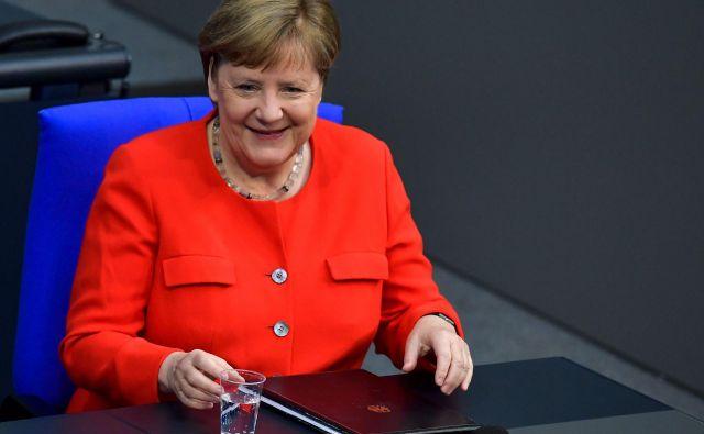 Nemška kanclerka Angela Merkel je pred današnjim vrhom ocenila, da bi bilo najbolje, če bi dosegli kompromis o proračunu EU in programu za okrevanje pred poletnimi počitnicami. FOTO: Tobias Schwarz/AFP