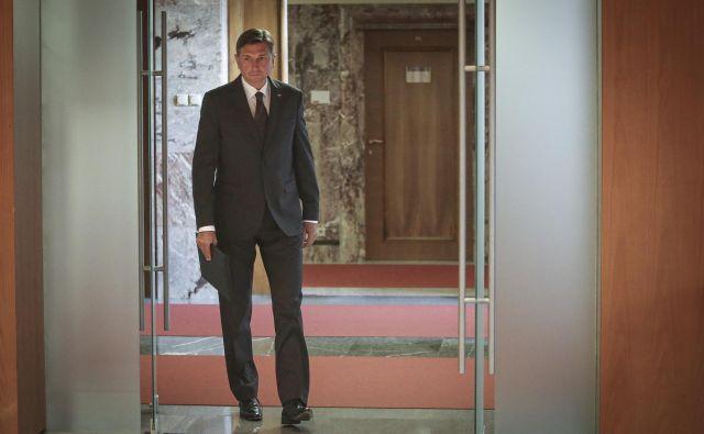 Borut Pahor ocenjuje, da bi bile volitve v državni zbor po trenutno veljavni zakonodaji še dopustne. FOTO: Jože Suhadolnik/Delo