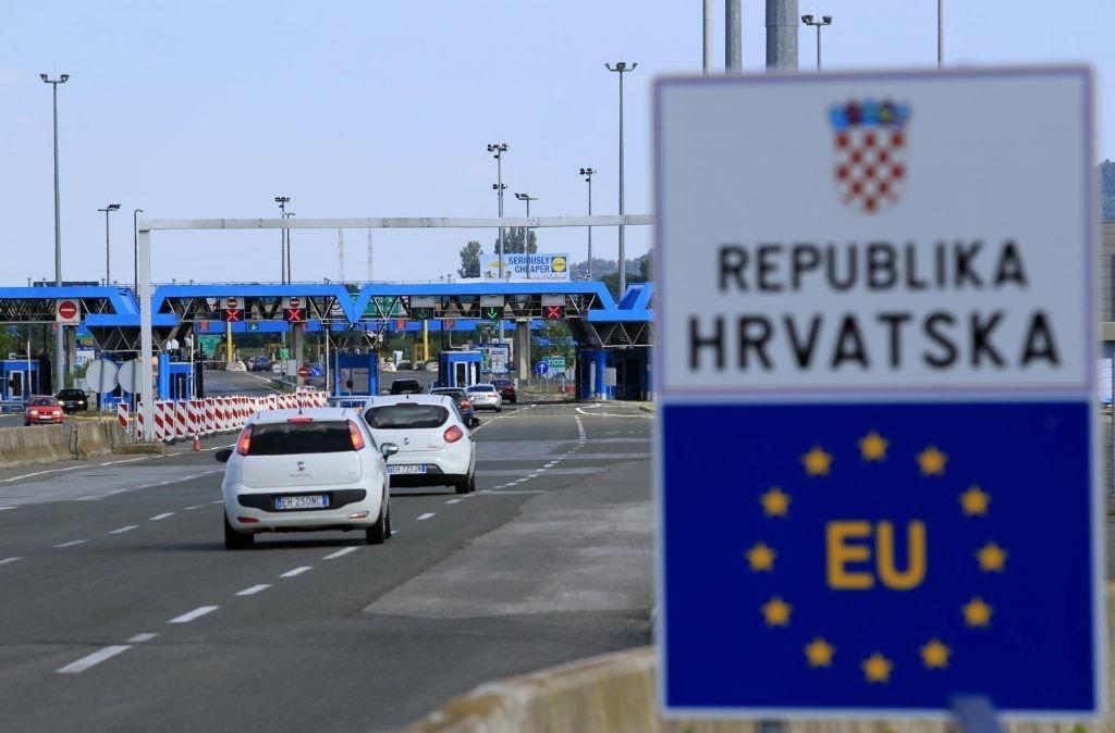 FOTO:Vlada BiH, Kosovo in Srbijo uvrstila na rdečo listo ter omejila izjeme