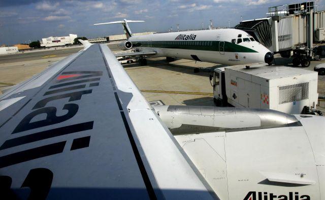 Od leta 2008 do danes je italijanska država v družbo Alitalia prelila že deset milijard evrov. Foto Reuters