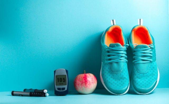 Manj se zavedamo dejstva, da lahko k svojemu zdravju pomembno pripomoremo z zmanjšanjem potrošniškega vedenja. FOTO: Shutterstock