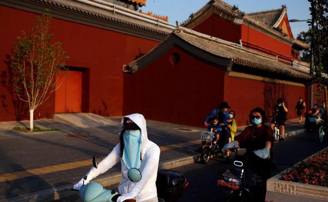 Odkar se je začel virus širiti po Pekingu, so testirali več kot 450.000 prebivalcev. Foto: Thomas Peter/Reuters