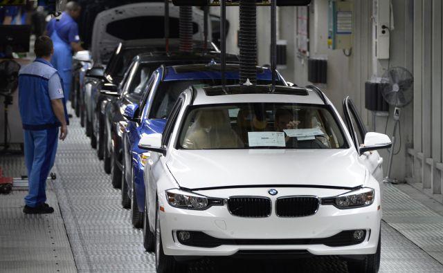 Nemški BMW bo svojo delovno silo zmanjšal za 6 tisoč ljudi.<br /> Foto Christof Stache/AFP