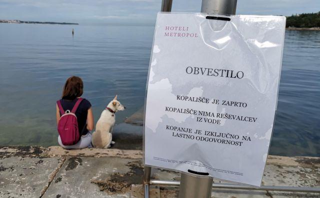 Uspešni turistični strategi dosegli zaprtje dela portoroške plaže. Foto Boris Šuligoj