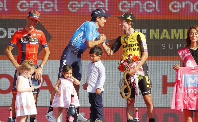 Na lanskem Giru je zmagal Ekvadorec Richard Carapaz pred Italijanom Vincenzom Nibalijem (levo) in Primožem Rogličem (desno). FOTO: Leon Vidic