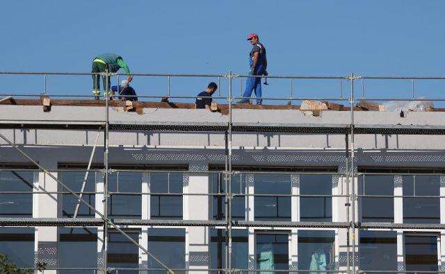Najpogostejši kršitelji dela in zaposlovanja na črno so v gradbeništvu, gostinstvu in avtoprevozništvu.Foto: Jože Pojbič/Delo