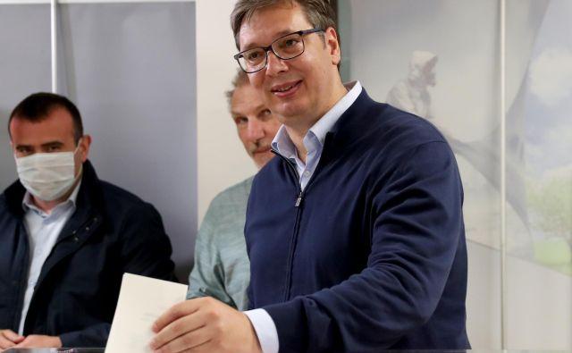 Aleksandar Vučić ob današnji oddaji glasovnice. FOTO: Marko Djurica/Reuters