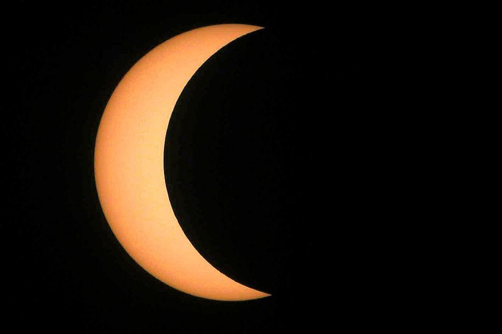 FOTO:Prvi poletni dan ponekod pospremil kolobarjast sončni mrk
