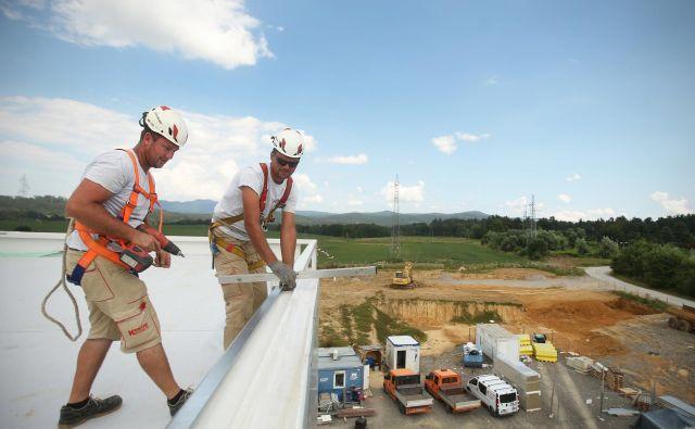Slovensko gospodarstvo je lani poslovalo z desetino večjim čistim dobičkom. FOTO: Jure Eržen/Delo