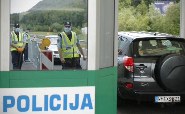 Kontrolna točka v maju na mejnem prehodu Karavanke. FOTO: Jure Eržen/Delo