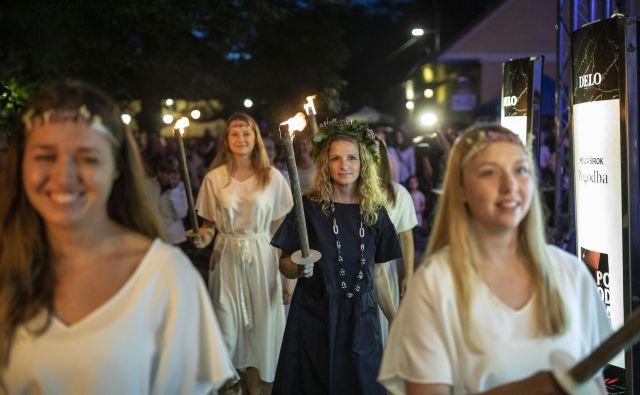 Lani je na Rožniku slavila šele tretja pisateljica v kresnikovi zgodovini, Bronja Žakelj z romanom <em>Belo se pere na devetdeset</em>.FOTO: Voranc Vogel/Delo