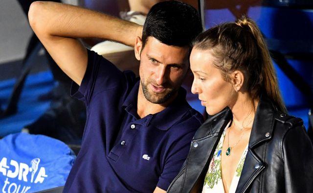 Novak Đoković in njegova soproga Jelena sta se vpisala na seznam okuženih z novim koronavirusom iz sveta tenisa. FOTO: Andrej Isaković/AFP