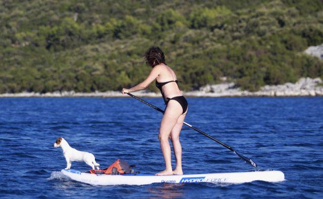 Največ ljudi si z veslanjem stoje popestri počitnice na morju. FOTO: Roman Šipić/Delo