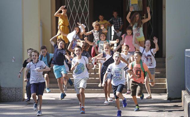 Zadnjega šolskega dne se verjetno prav tako, če ne morda še bolj, tokrat veselijo učitelji in ravnatelji. (Fotografija je simbolična.) FOTO: Leon Vidic/Delo