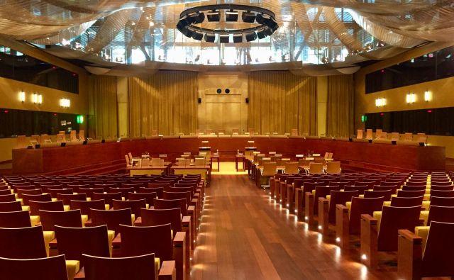 Na obravnavi, ki je potekala v veliki dvorani Sodišča EU, je Slovenija predstavila svoje argumente. negotovo je, ali bodo prepričali sodnike. FOTO: Peter Žerjavič/DELO