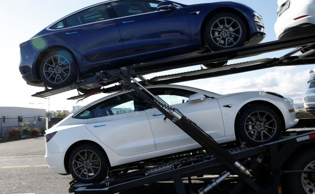 Novih avtomobilov se proda precej manj, kot bi si želeli prodajalci in ponudniki lizinga. FOTO: Stephen Lam/Reuters