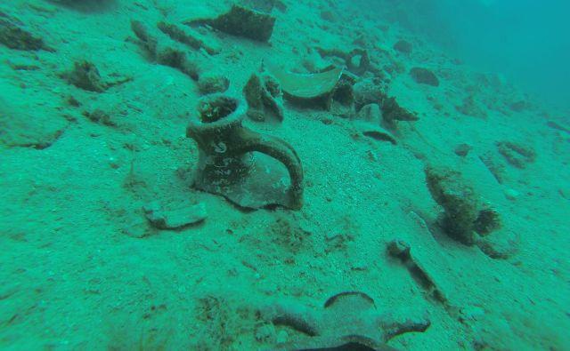 Podvodni arheolog Velimir Vrzić konkretnejših podatkov o točki odkritja zaradi možnosti kraje ni objavil, a jih je sporočil kulturnemu ministrstvu. FOTO:Velimir Vrzić